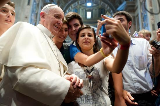Útmutatást adott hamis hírek terjesztésével szemben Ferenc pápa