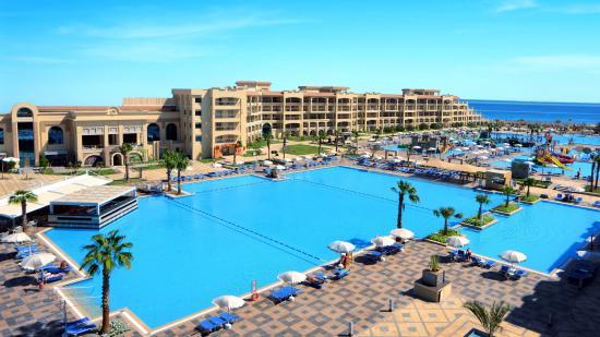 Heti ötszáz turistát repítenének nyaralni