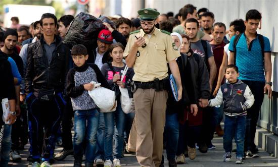 Újabb német városban függesztik fel a menedékkérők befogadását