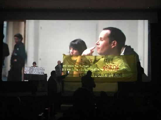 Ortodox tüntetők zavarták a 120 dobbanás percenként című film vetítését