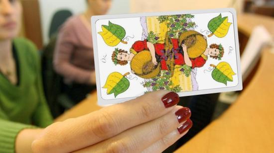 A kéziratok elvesznek, a tudósok megérkeznek, a kártyák beragadnak