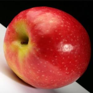 Isărescu: meghökkentett, hogy Románia nagyon sok almát importál