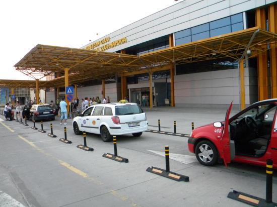 """A repülőtéri taxisokat és """"taxisokat"""" ellenőrizték"""