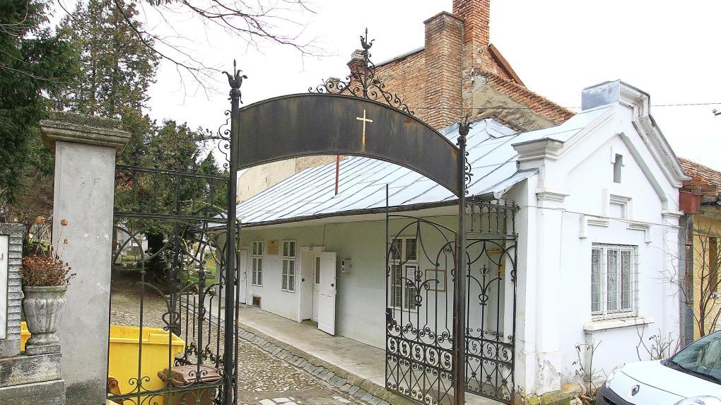 Temetkezési kápolna, urnatemető is lesz a régi gondnoki épület helyén