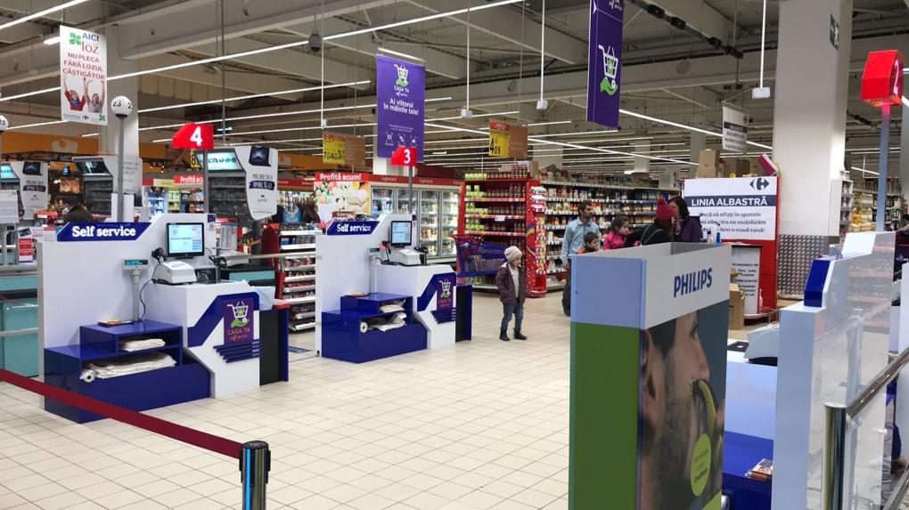 """Teljesen automata """"önfizető"""" pénztárak a kolozsvári Carrefournál"""