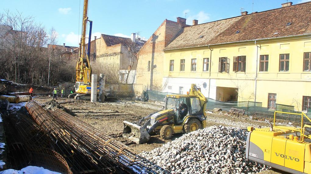 Haladnak az egykori Nemes-Bethlen-kertben a munkálatok