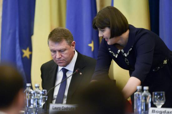 Johannis védelmébe vette a DNA főügyészét, Laura Codruța Kövesit