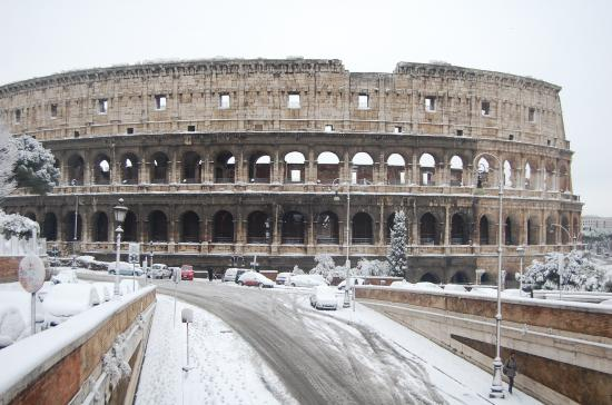 Hótakaró fedte be Rómát az éjszaka