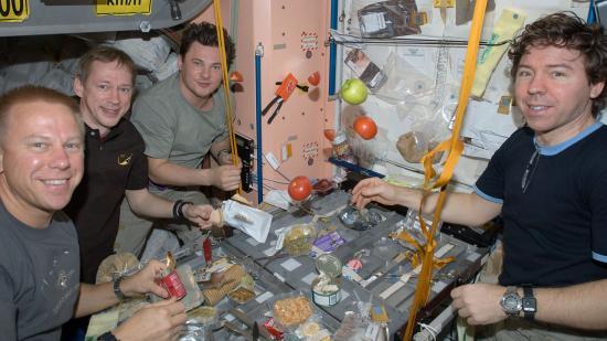 Szombatonként, csak férfiaknak: házimunka az űrben!