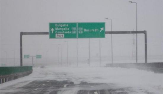 Továbbra is zárva két autópálya és hét országút
