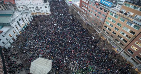 Tízezres tüntetést tartottak Pozsonyban