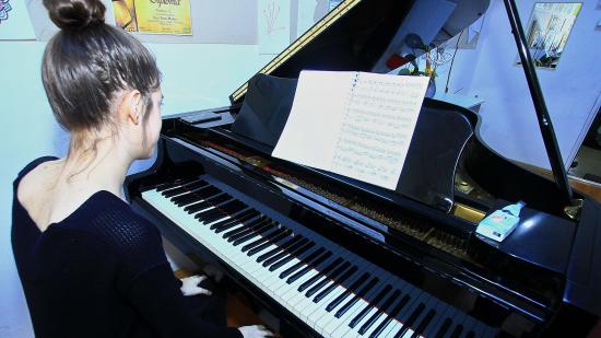 Hét japán zongorát kapott a kolozsvári zenelíceum