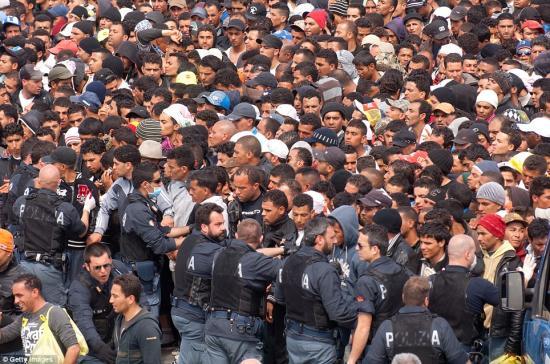 Az olasz belügyminisztérium elrendelte a lampedusai migránstábor bezárását