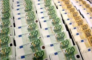 Újabb történelmi csúcs felé tart az euró