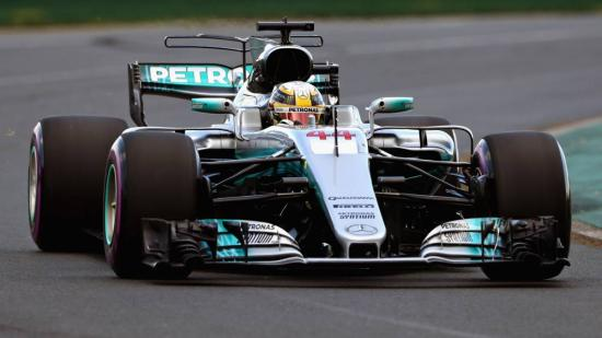 Hamiltoné az első rajtkocka a szezonnyitón