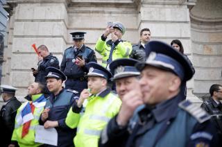 Tüntetést rendeztek a rendőrök és börtönőrök szakszervezetei