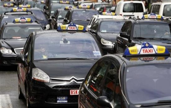 Az Uber miatt tüntetnek taxisok Brüsszelben