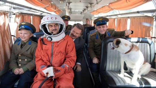 A diktatúra és a diszkrimináció elé tart görbe tükröt a Lajkó – cigány az űrben című filmszatíra
