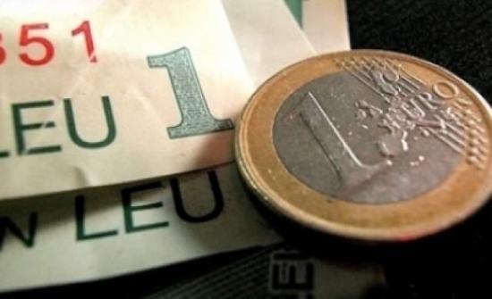 Egy lejjel haladja meg a tíz évvel ezelőtti szintet az euró árfolyama
