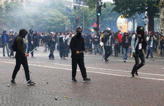 Zavargásokba torkollottak kormányellenes tüntetések Franciaországban
