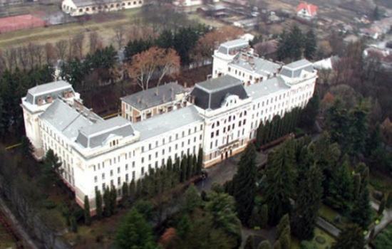 Nem ért egyet a magyar tagozat a MOGYE egyesítésével