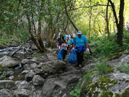 Több mint 50 zsák szemetet gyűjtöttek a Tordai-hasadékban
