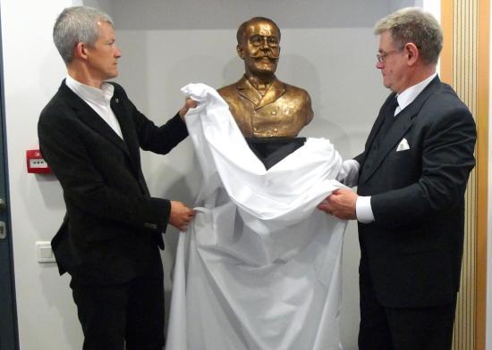 Gidófalvy István közjegyző szobrát avatták fel a Sapientián