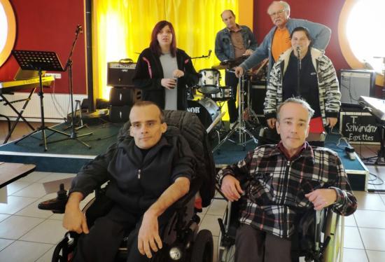 A Kerekdombon koncertezik ma a Tordasi Szivárvány zenekar