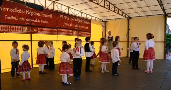Néptáncos, műemlékvédős tavaszi fesztivál Szamosújváron