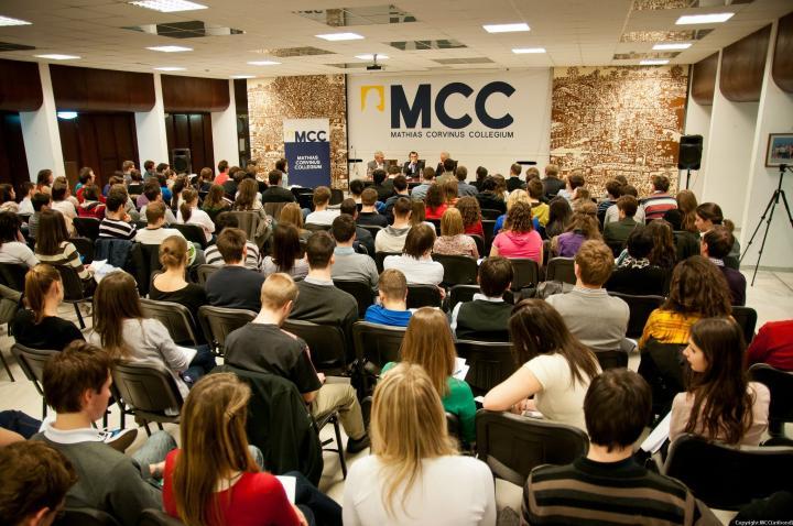 Már jelentkezhetnek a tehetséges diákok a Mathias Corvinus Collegium képzéseire