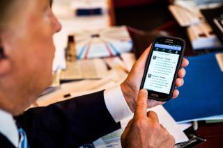 Trumpnak két okostelefonja van, de egyik sem biztonságos