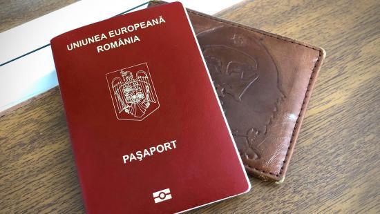 Tíz évre nő a felnőttek útleveleinek érvényessége