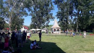 Piknik a Kornis-kastélyban
