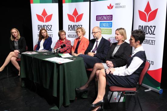 Aktív tagjainak és fiatal nőknek tart képzéseket az RMDSZ Nőszervezete