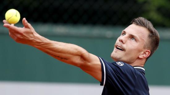 Fucsovics szettveszteség nélkül jutott tovább a Roland Garroson