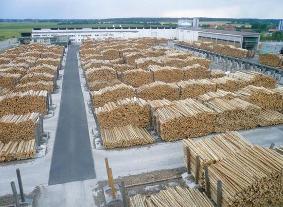 Házkutatások a Schweighofer Holzindustrie gyáraiban