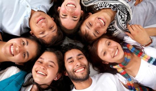 Boldogságindex: elégedett városával, ahol él, a hazai fiatalok több mint fele