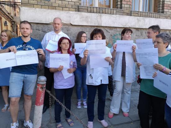 Méltányos bérezés miatt sztrájkoltak technikusok, bábák