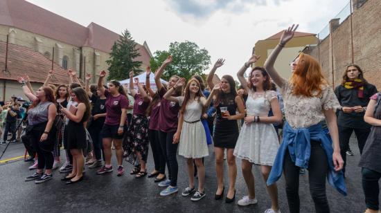 FOTÓRIPORT – Új iskolában régi diákok – ünnepelt az Apáczai-líceum