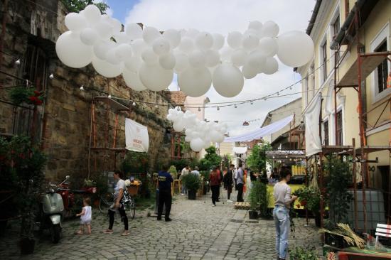 Virágpiac nyílt a Fogoly utcában