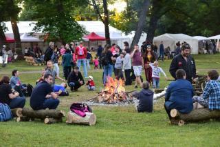 Fesztivál és közösségi együttlét a gyalui várkertben