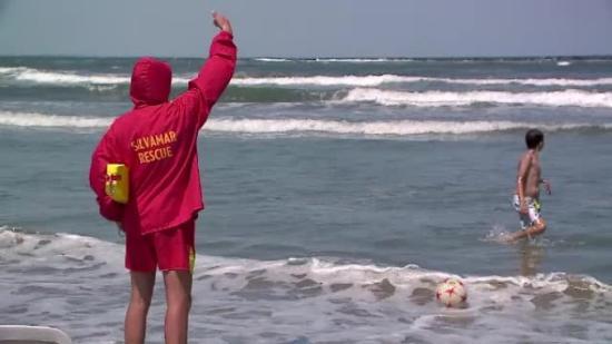 Hétre emelkedett a vízbe fulladtak száma a román tengerparton