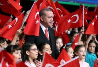Török választások - Erdogan győzelmét ünnepli a kormánypárti török sajtó, az ellenzéki média nem vár érdemi változást