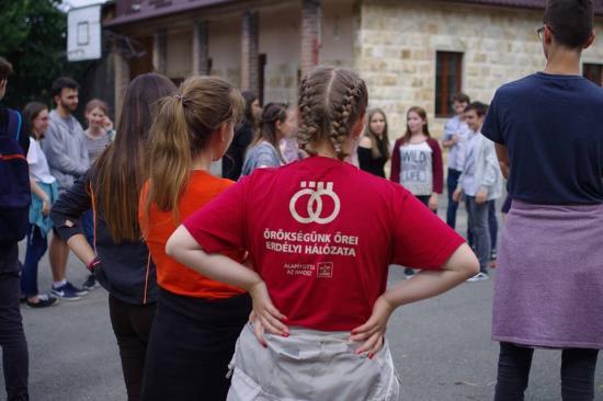 Fiatalok a világ közepén – Kalotaszentkirályon az Örökségünk őrei tábor