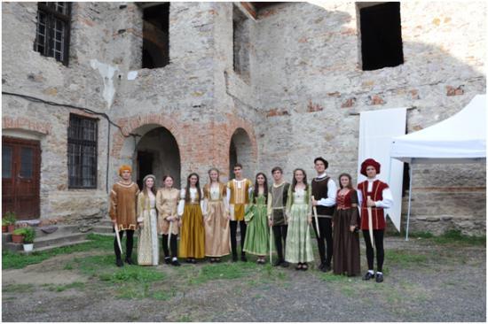 Borsiban, a 16. Tokaji fesztiválon a nagyenyedi Bethlen-kollégium reneszánsz táncegyüttese