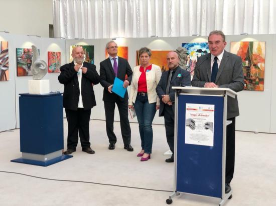 A sokszínűség képei – interetnikus képzőművészeti kiállítás az Európai Parlamentben