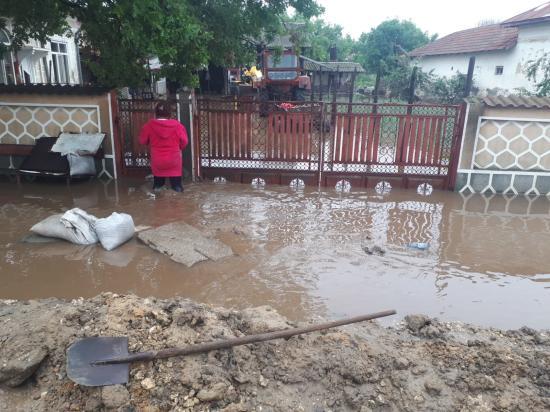 Tizennégy embert mentettek meg a tűzoltók az árvíztől az elmúlt 24 órában