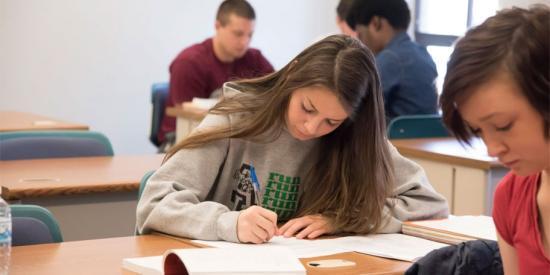 Elkezdődött az iratkozás az állami középiskolákba