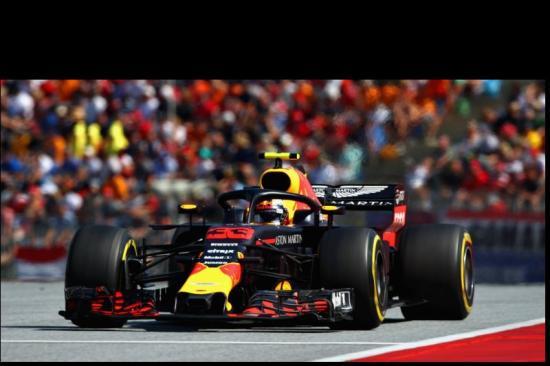 Hamilton kiesett, Vettel ismét az élen