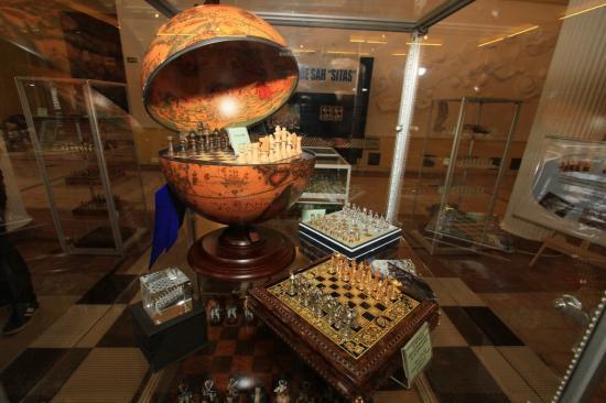 Sakk-készletek a világ minden tájáról